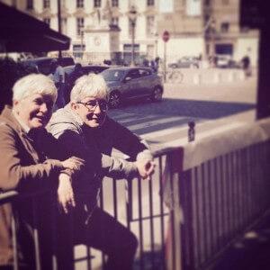 Deux militantes Anne Hessel et Jose Lasselain se reposent aprshellip